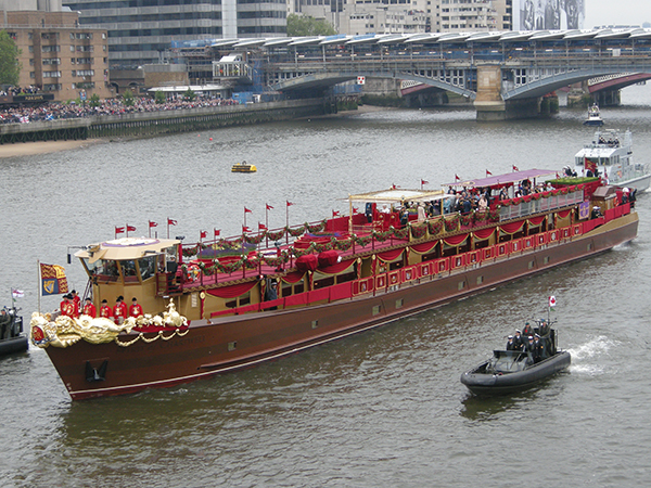 The Queen's Diamond Jubilee Royal Barge, prow sculpture