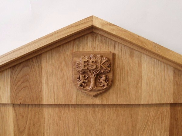 Carved crest for ESK school by The Woodcarving Studio