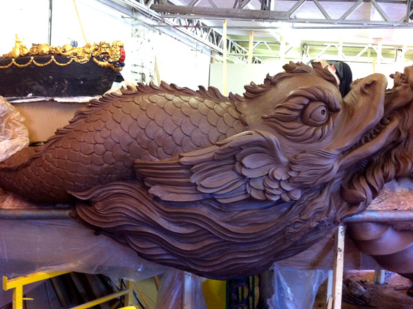 The-Queen's-Diamond-Jubilee-Royal-Barge-Prow-sculpture