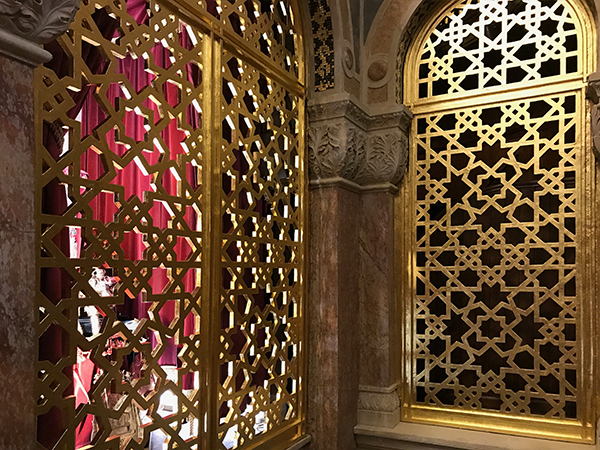 West London Synagogue - Traditional gold leaf finish